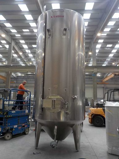 Front view of a 9500 L stainless steel Letina IZO insulated tank with a conical bottom.