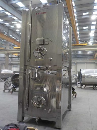 The 4500 L lower KRD square wine tank of a stackable tank pair.