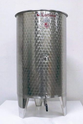 The 320 L PP floating lid tank.