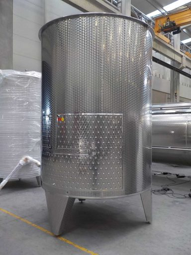 Side view of a professional 7300 L stainless steel Letina PZP variable capacity tank for wine with a cooling jacket.
