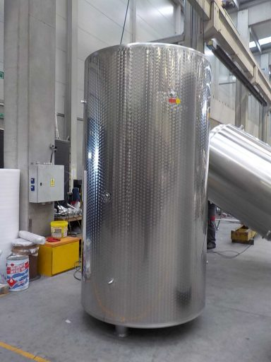 A 2800 L stainless steel Letina T charmat tank.