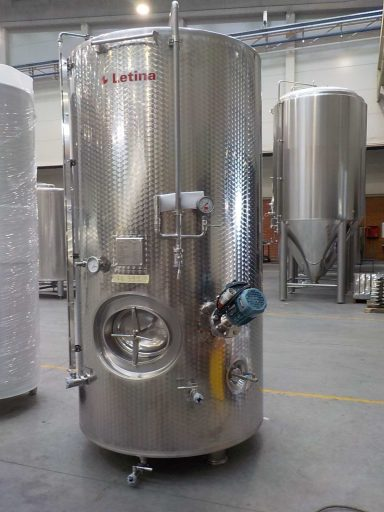 The front view of a 2800 L stainless steel Letina T charmat tank.