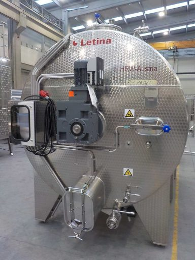 Front view of a 10500 L stainless steel Letina VIN horizontal fermenter.