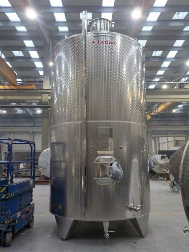 Front view of a large 20200 L stainless steel Letina Z closed storage tank.