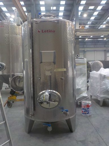 Front view of a 3200 L stainless steel Letina Z closed storage tank.