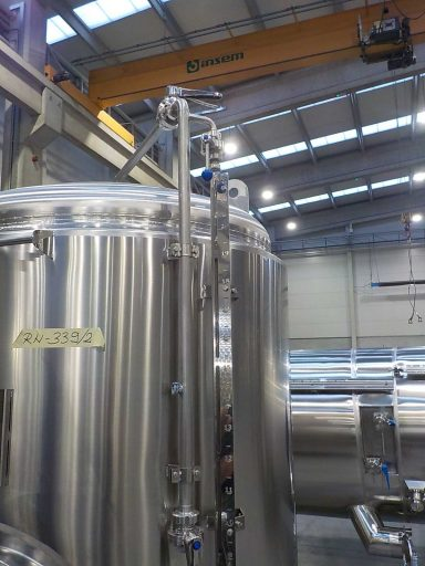 Level indicator on a 2200 L stainless steel ZBB brite tank for beer carbonation.