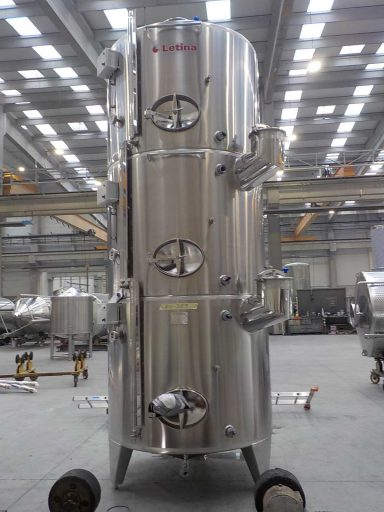 Front of a polished stainless steel Letina ZK multi-chamber tank with three 2500 L chambers.