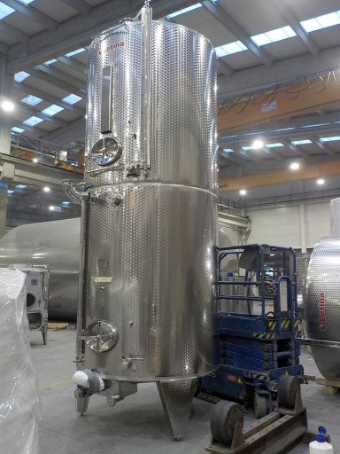 Side view of a marbled stainless steel Letina ZK multi-chamber tank with two 4900 L chambers.